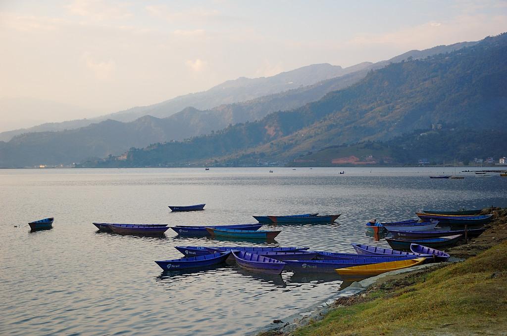 Озеро и горы. Смеркалось
