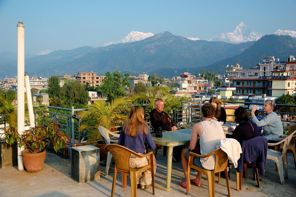 Это на крыше нашего отеля. Аннапурну отсюда тоже отлично видно