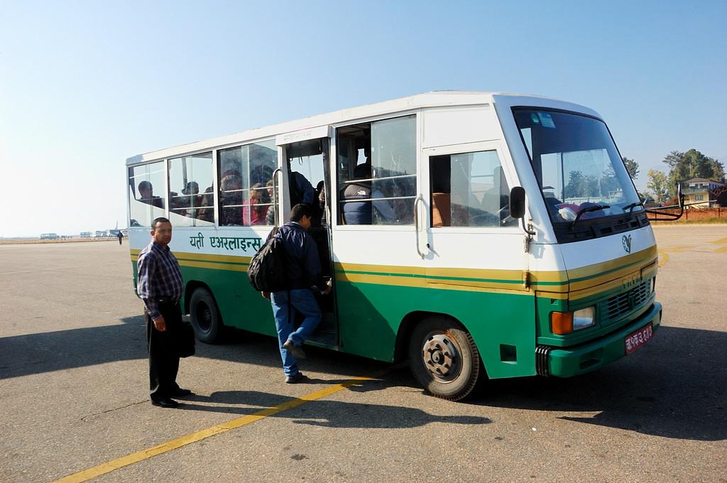 В Катманду нас встречал такой автобус