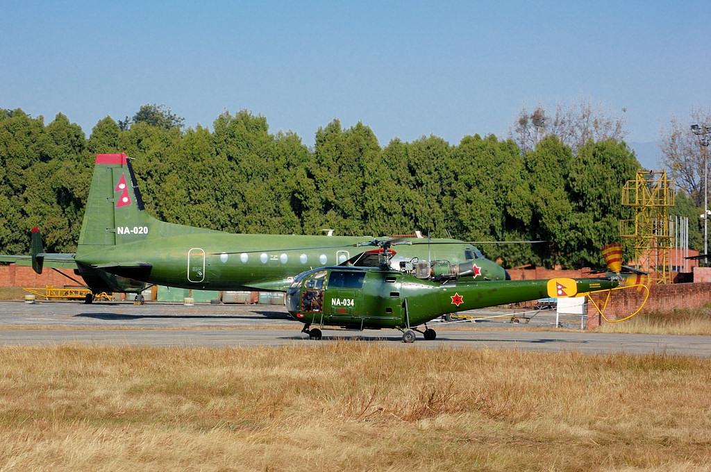 Военная авиатехника в аэропорту Катманду