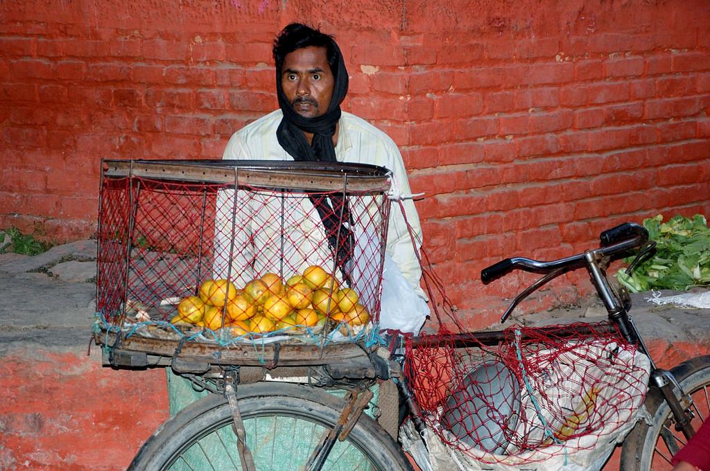 Велопродавец фруктов