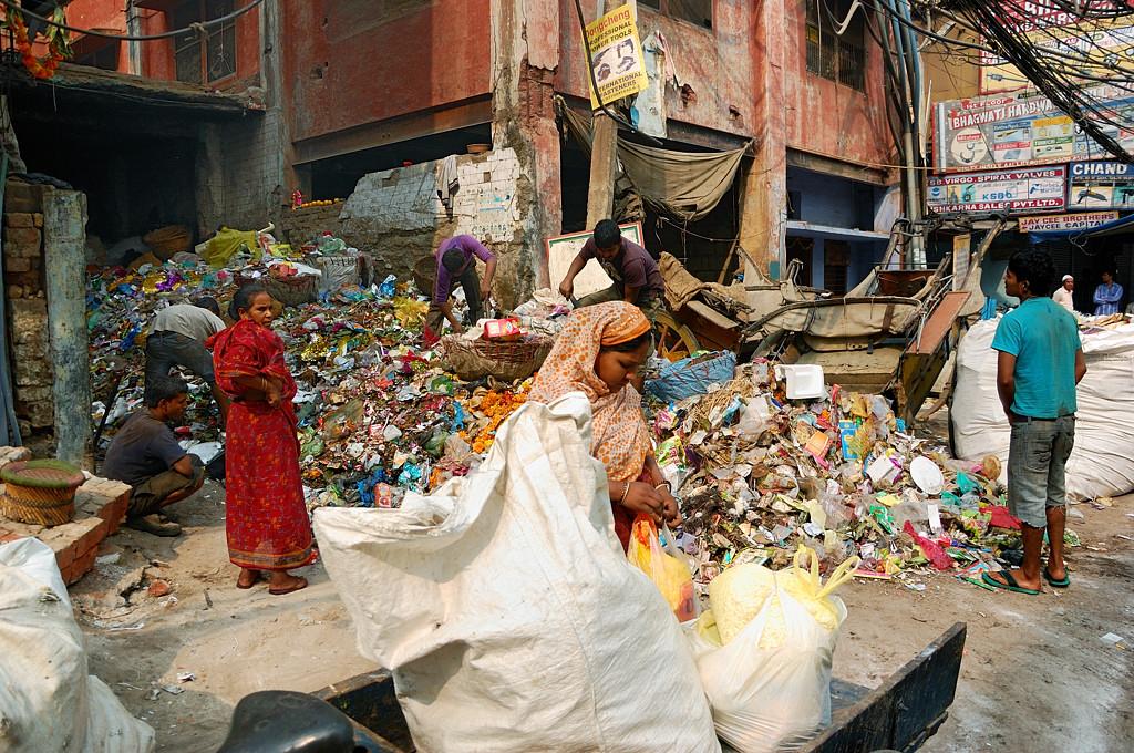 Любимое занятие индийцев - наваливать горы мусора