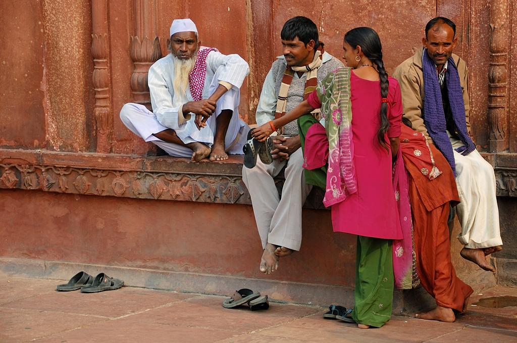 Публика во дворе мечети