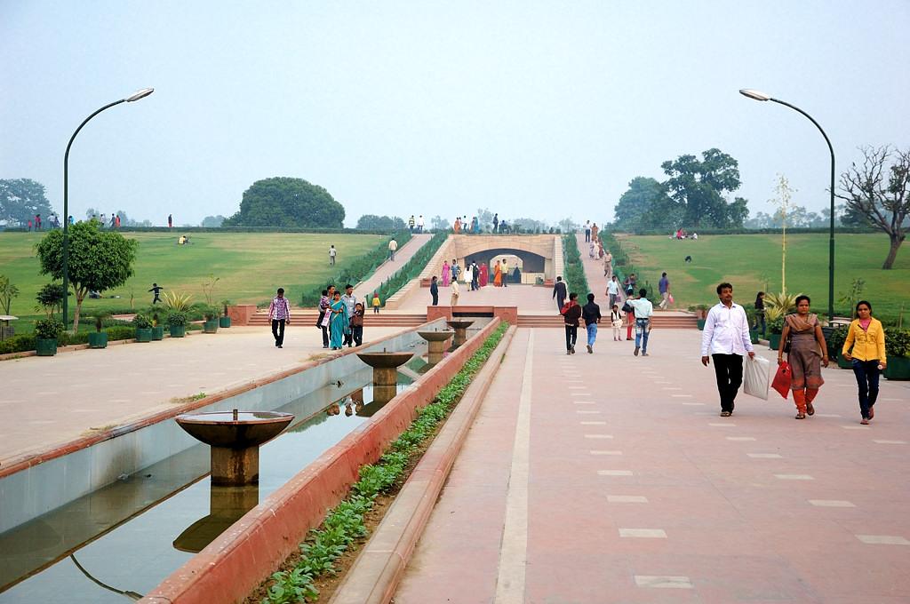 У мемориала Ганди