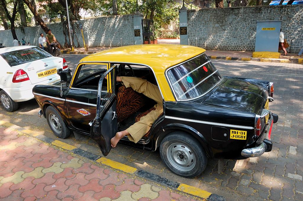 Бомбейские таксисты отдыхают