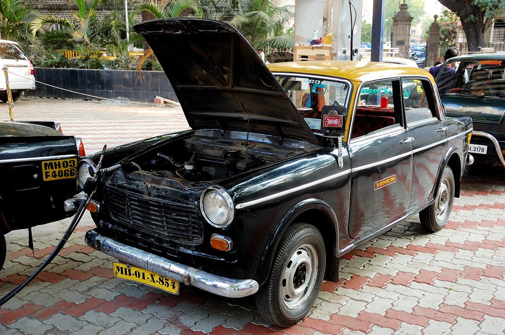 Заправка нашего винтажного такси