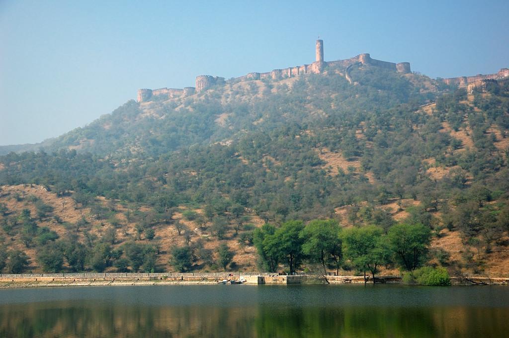 Форт Джайгарх на вершине горы