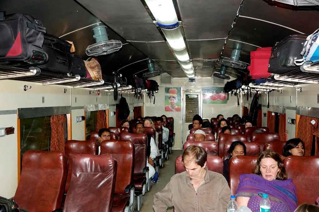 В вагоне поезда Джайпур-Агра
