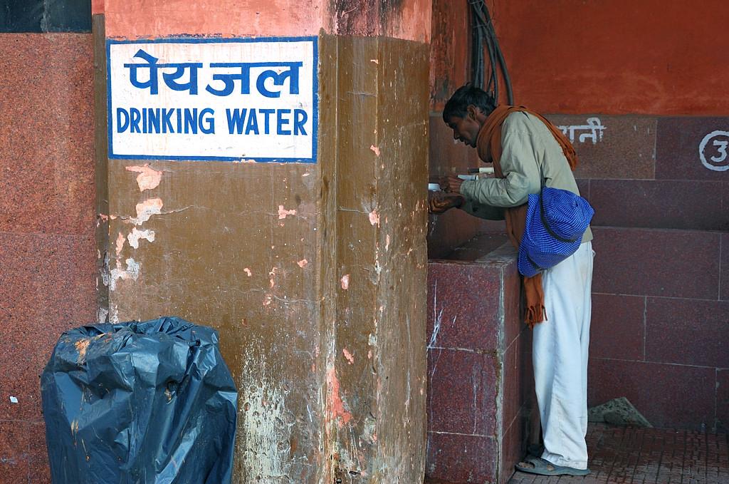 Питьевая вода на вокзале Агры