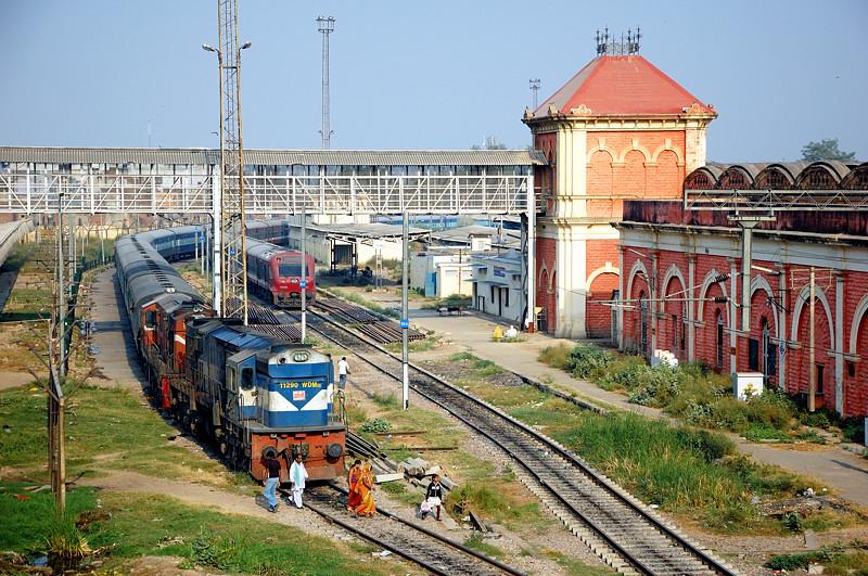 На вокзале Агры