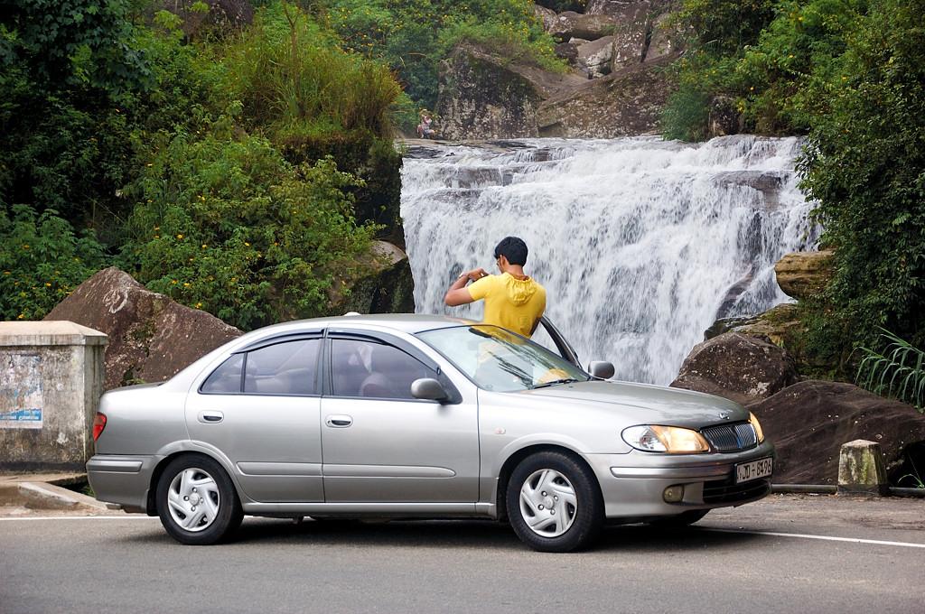 Водопадик по дороге в Канди