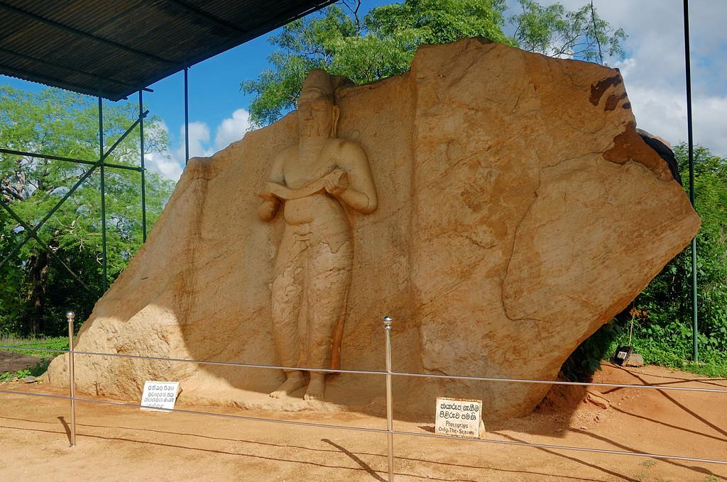 Памятник в Поллонаруве