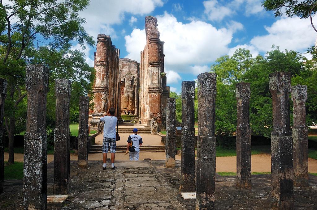 Развалины древней столицы в Поллонаруве
