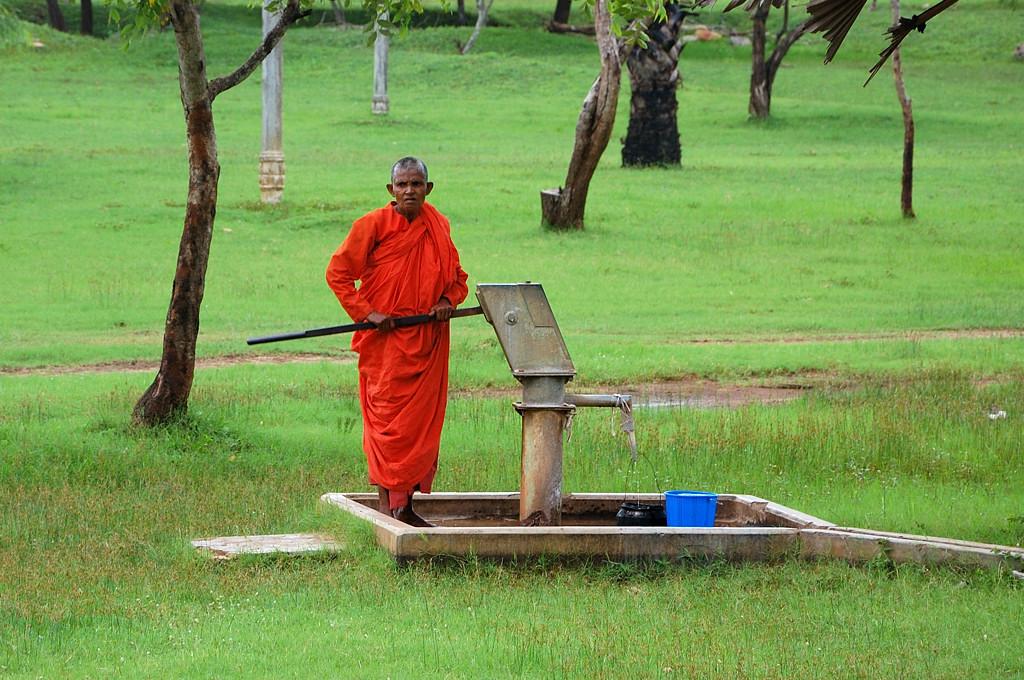 Монах у водокачки