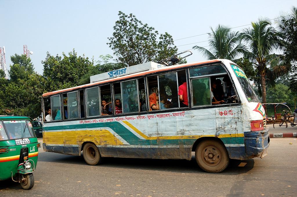 Автобусы в Дакке все как-будто жеванные