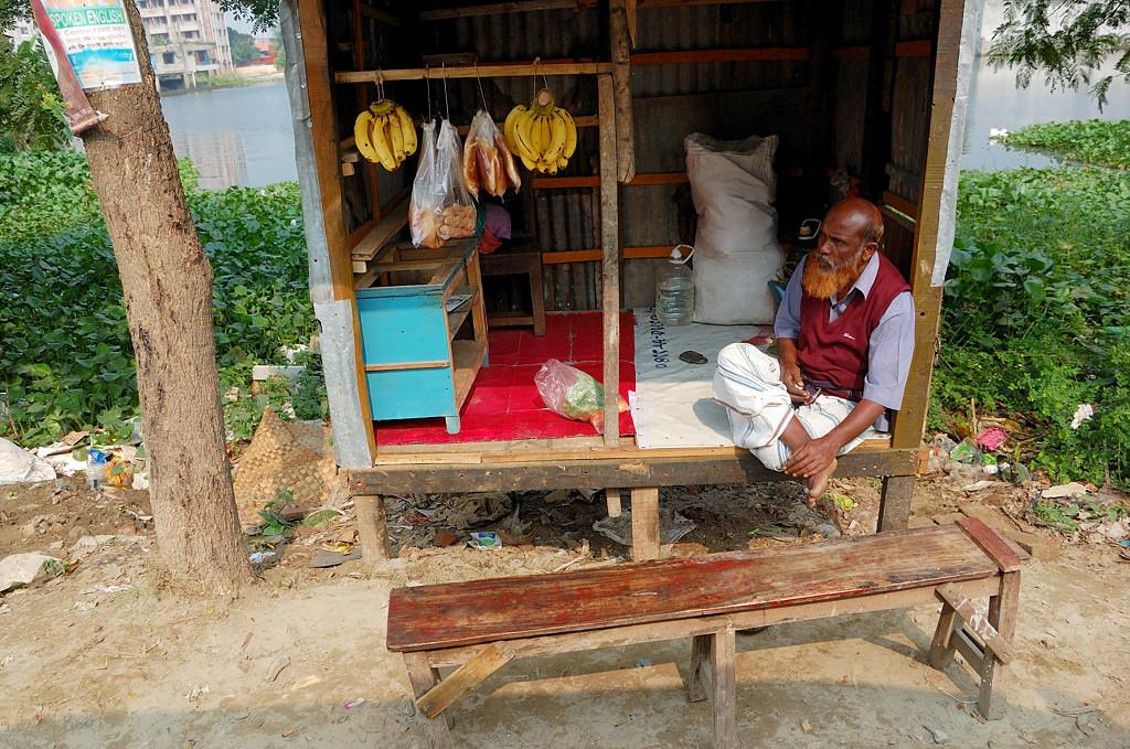 Торговая точка на окраине Дакки