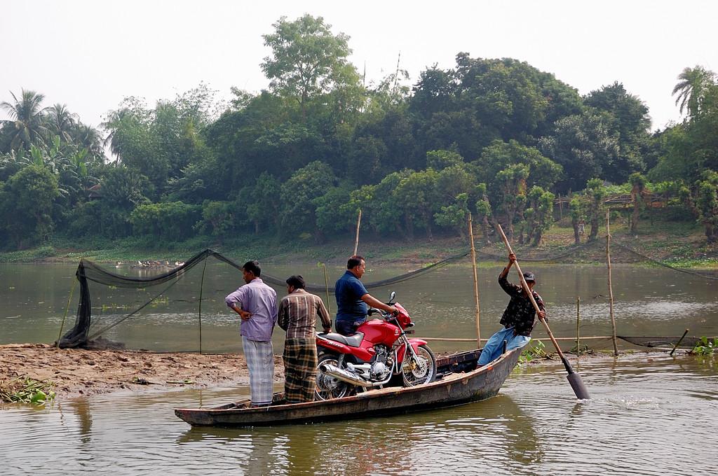 Перевозка мотоцикла на лодке