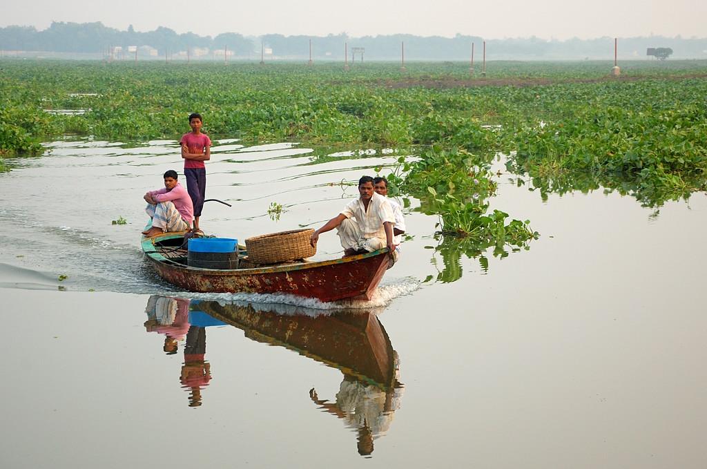 Бангладешцы грузы в одиночку не возят