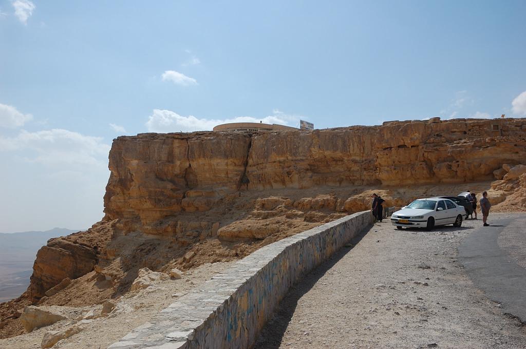 У кратера Махтеш-Рамон