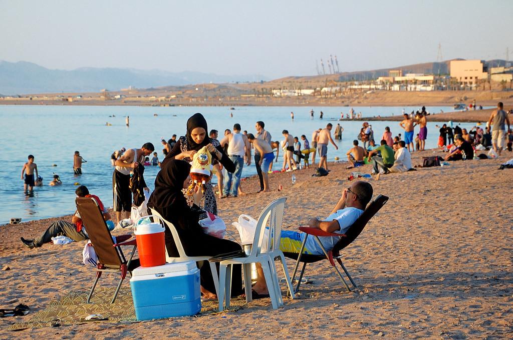 Арабская семья на пляже