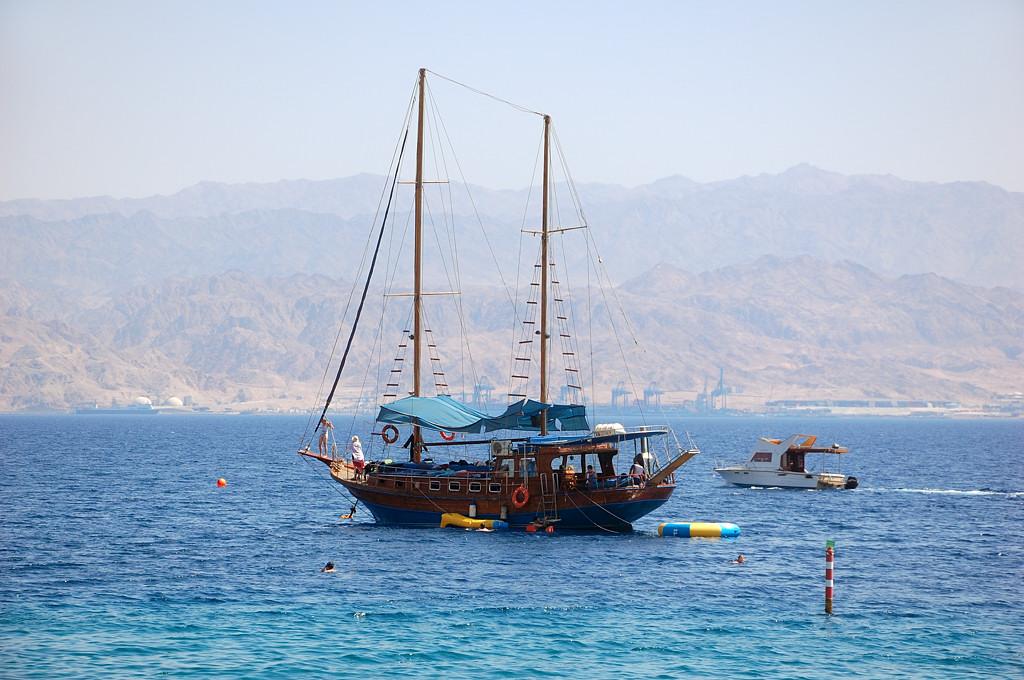 Красное море. Теперь вдали видна Иордания