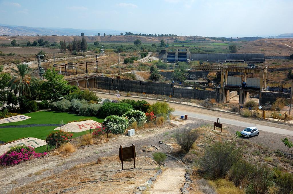 Заброшенная ГЭС на границе