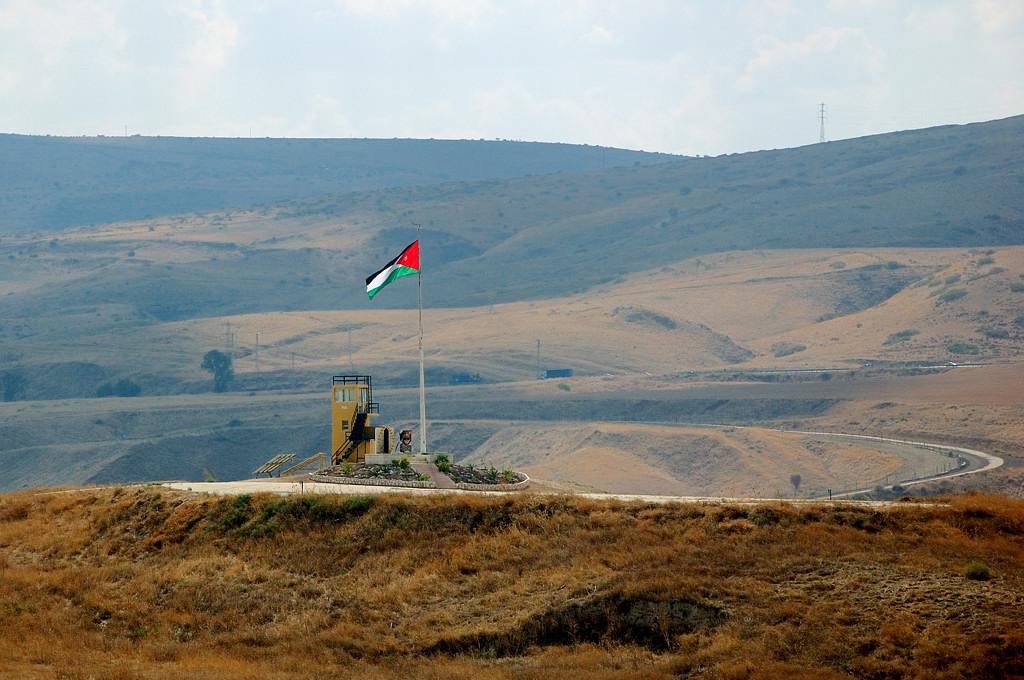 Иорданский флаг на границе с Израилем