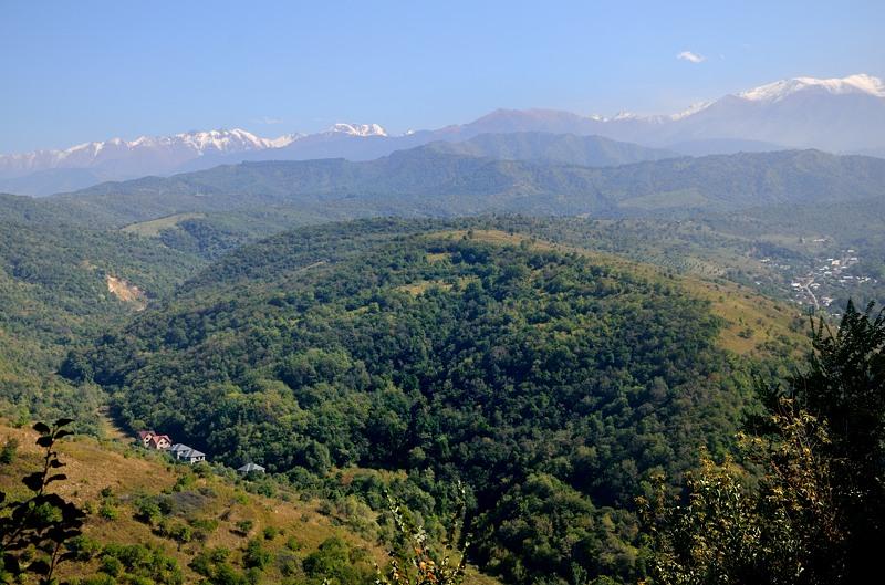 Вид с горы в другую сторону. Дальше города уже нет, одни горы