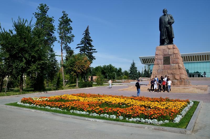 Памятник Абаю. Прямо как в Москве :)