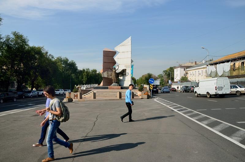 Памятник Желтоксану. Этим словом в Казахстане называют беспорядки 1986-го года в Алма-Ате.