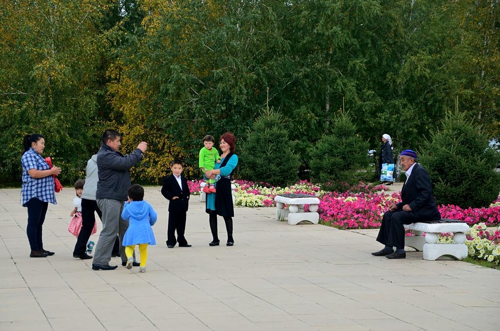 Казахский дедушка и его родственники