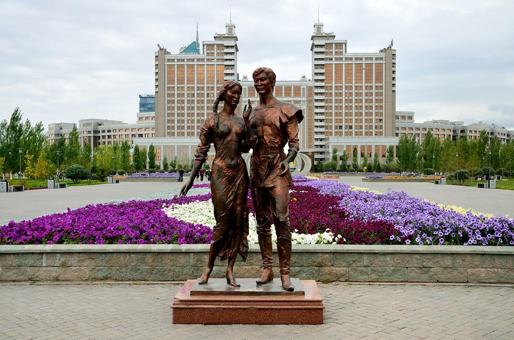 Памятник в Парке Любви