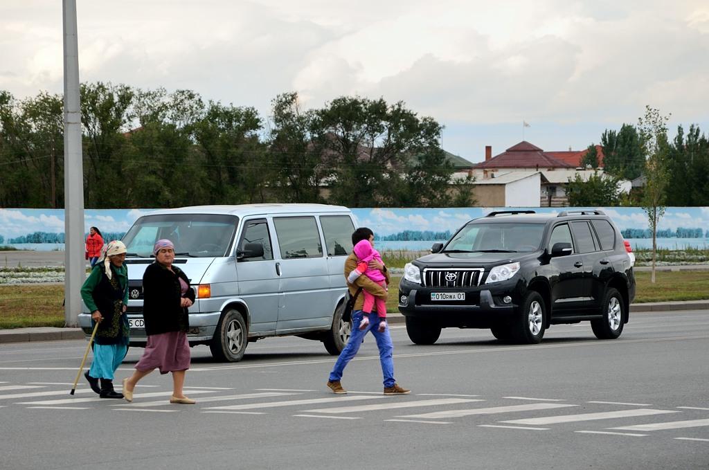 На пешеходном переходе