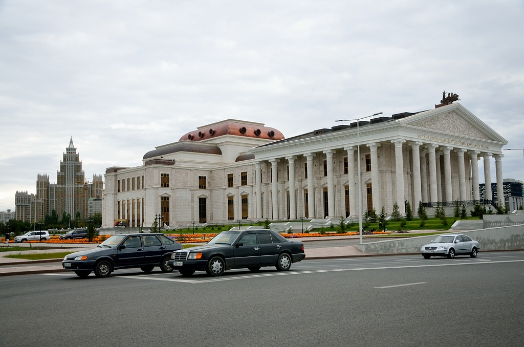 Новодел в классическом стиле - это оперный театр