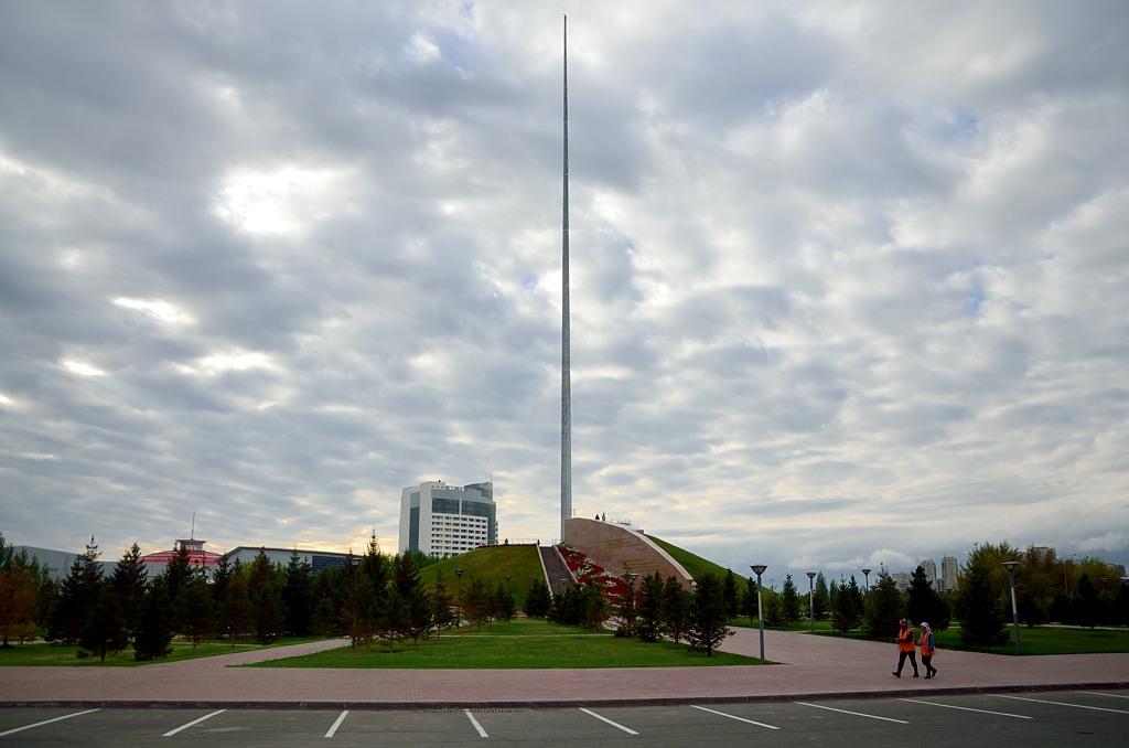 Здесь днем развевался огромный флаг