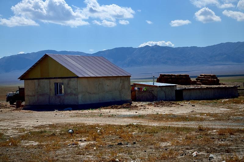 А вот так выглядят деревни по дороге к каньону