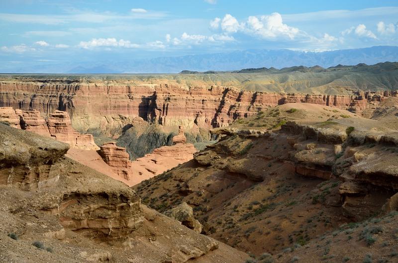 Вид сверху на каньон