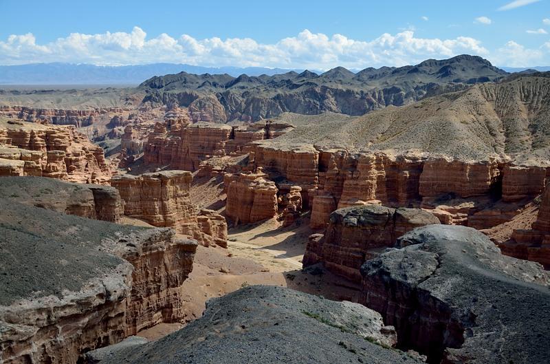 Чарынский каньон. Вид сверху. Сейчас надо будет туда спуститься