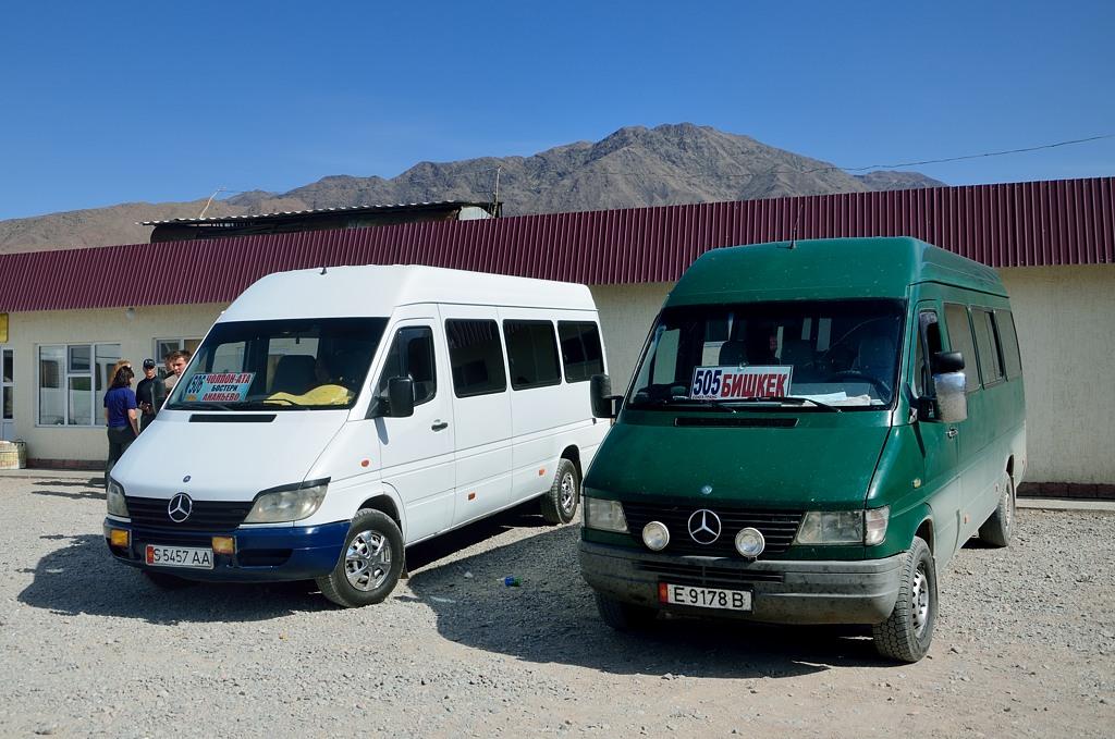 Слева это наш автобус