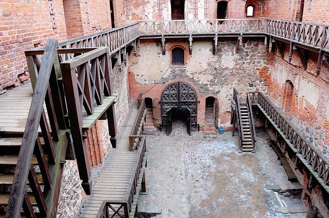 Литва, Тракай. . Во внутреннем дворике замка