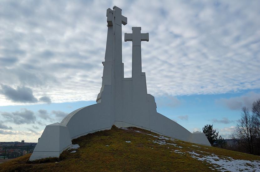 Католический монумент на горе
