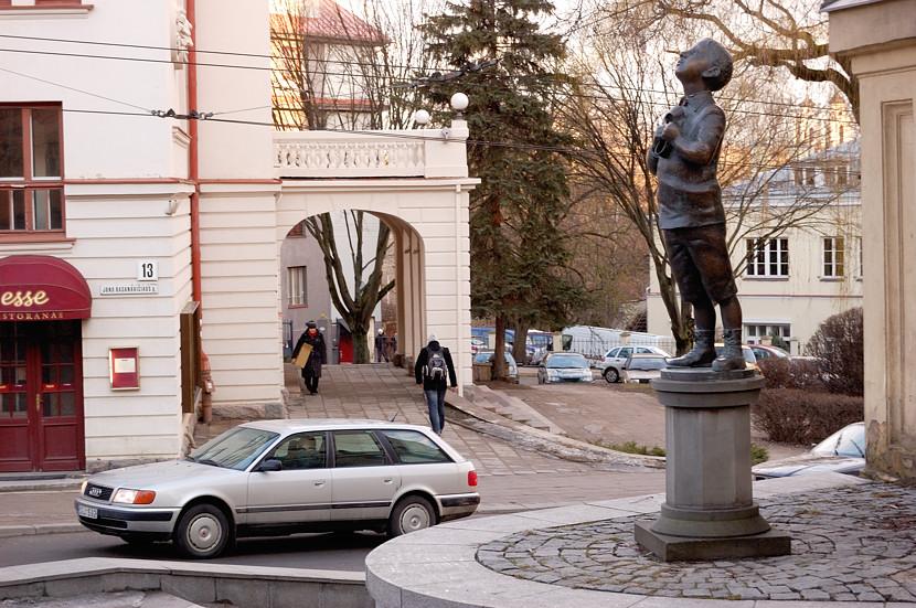 Памятник французскому писателю Ромену Гари, уроженцу Вильнюса