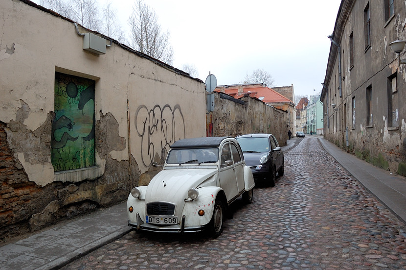 Машинки на улицах старого города