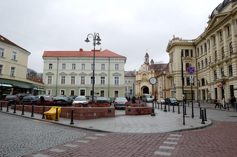 Литовская Национальная Филармония и Василианские ворота (Basilian Gate)