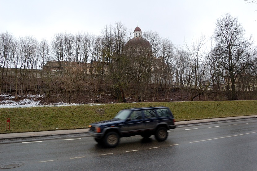 Церковь Иисуса. А вообще, если верить Wikimapia, на горке за забором находится тюрьма