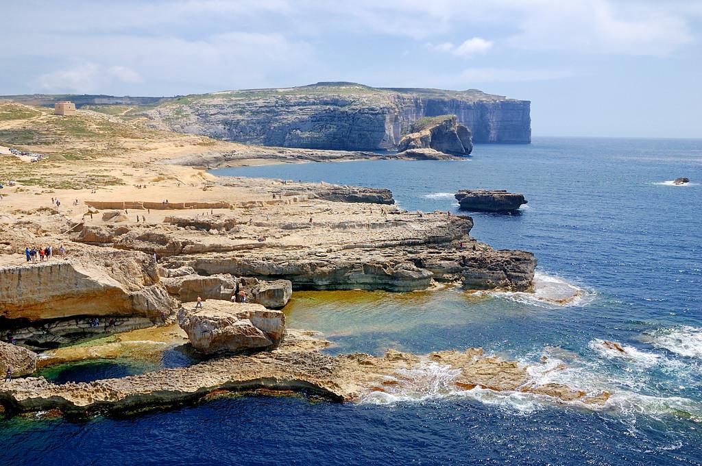 Скалистый берег у Лазурного Окна