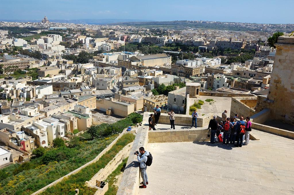 Вид на Рабат-Викторию со стен Цитадели