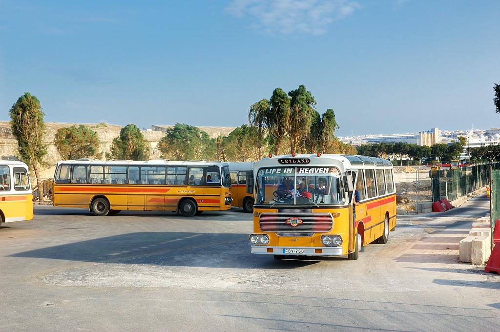 Знаменитые мальтийские автобусы