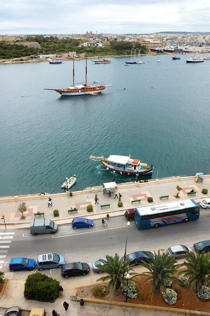 Вид из окна отеля на бухту Марсамшетт