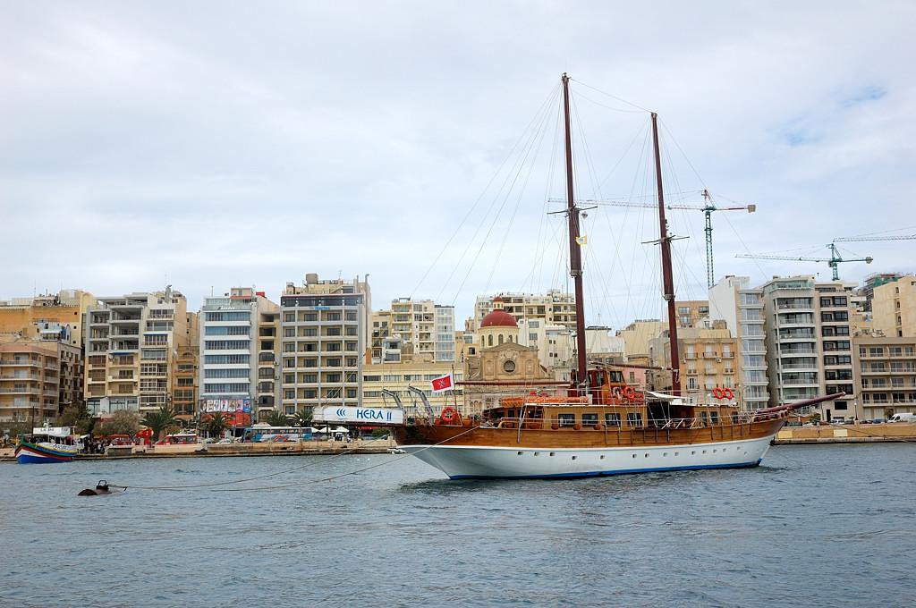 Вид на Слиму с кораблика